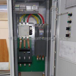 Шкаф управления двигателем с устройством плавного пуска